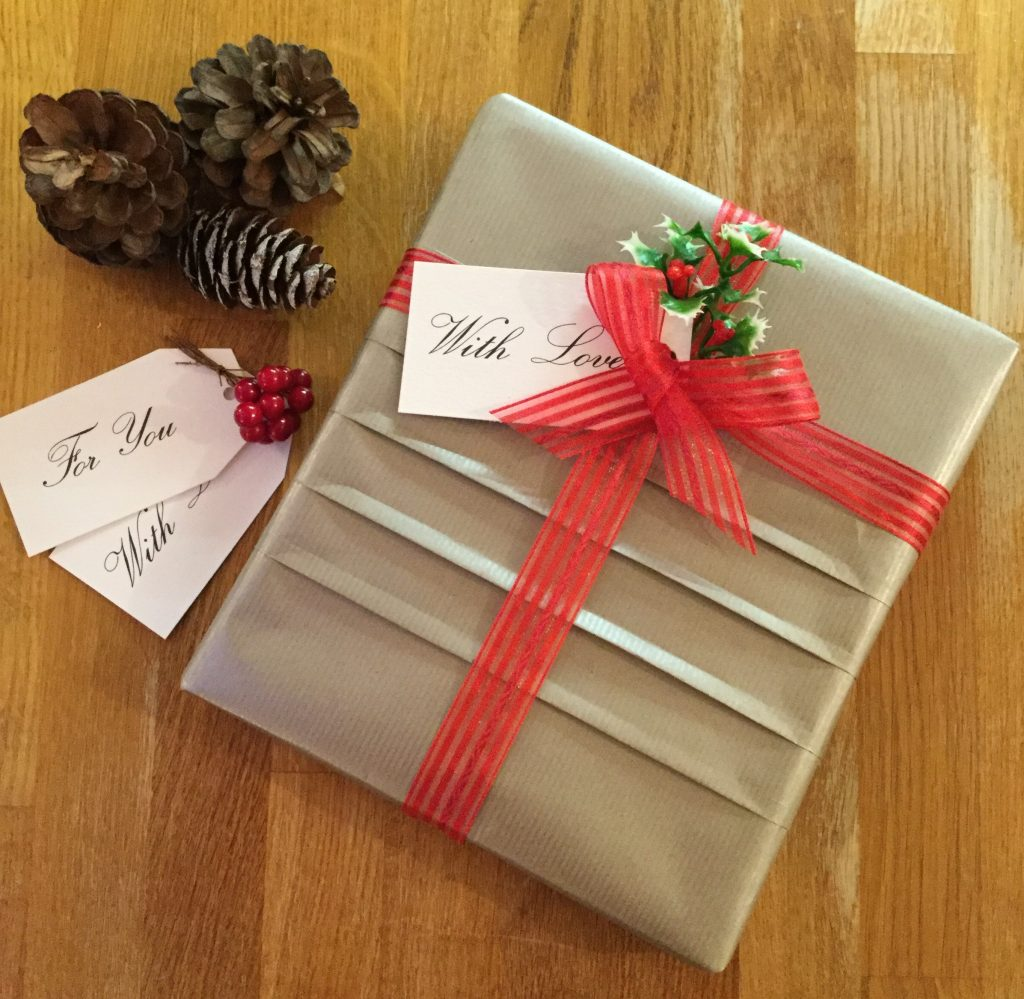 Gift wrapping with a pleated effect